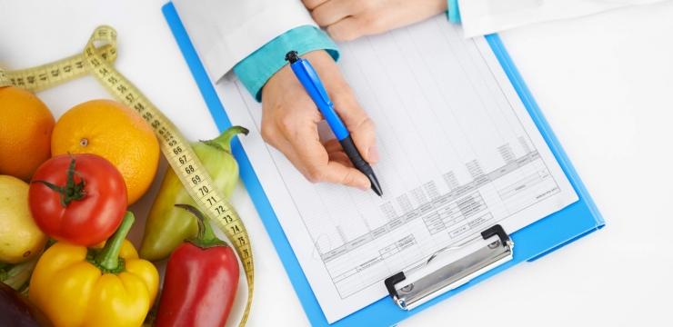 Com qual frequência se deve consultar uma nutricionista?